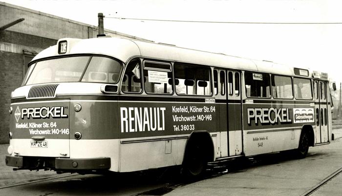 Aus der Gesichte des Autohauses: Bus mit Renault Werbung
