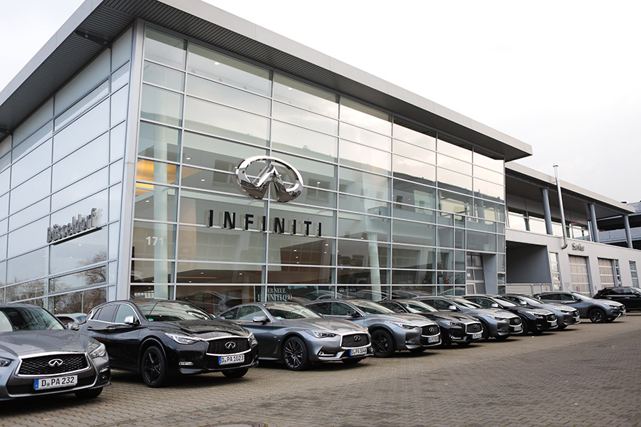 Infiniti Zentrum Düsseldorf auf der Automeile Höherweg