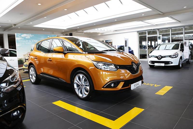 Renault Scenic im Showroom von P&A