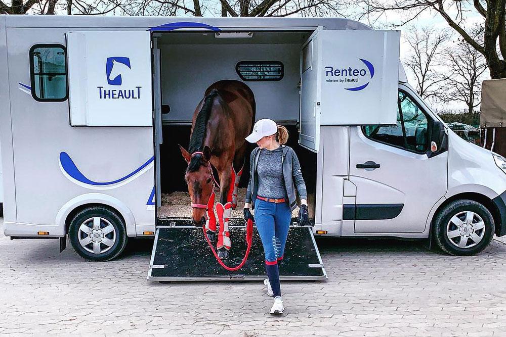 Theault Pferdetransporter auf Renteo.de mieten