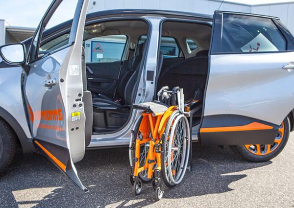 Renault Captur mit vollautomatischem Rollstuhlverladesystem